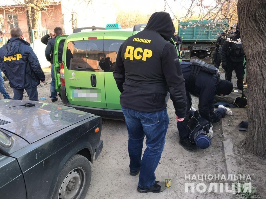 На Днепропетровщине будут судить членов ОПГ, которые с помощью рогатки и арбалета доставляли наркотики в колонию, - ФОТО , фото-3