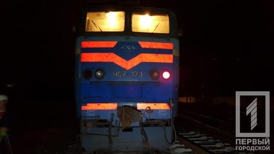 В Кривом Роге электровоз сбил мужчину, переносившего металлолом, - ФОТО , фото-2