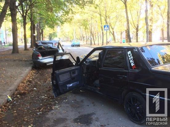 В Кривом Роге выпивший водитель ВАЗа врезался в припаркованные авто и попал в больницу, - ФОТО, фото-1