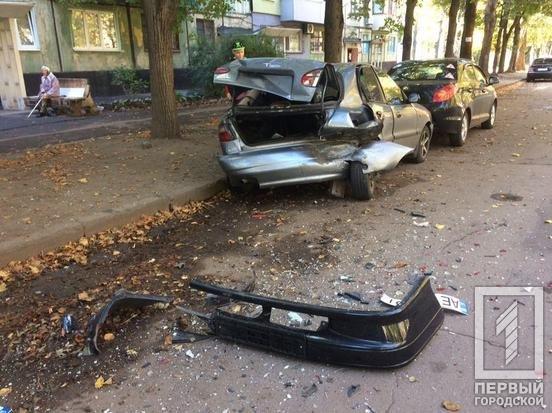 В Кривом Роге выпивший водитель ВАЗа врезался в припаркованные авто и попал в больницу, - ФОТО, фото-5