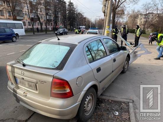 """В Кривом Роге водитель на """"Opel""""  снес дорожный знак и скрылся с места ДТП, - ФОТО , фото-3"""
