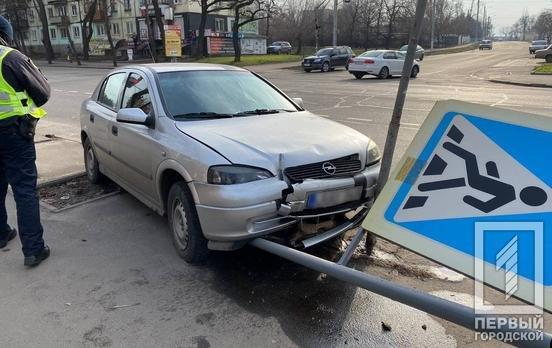 """В Кривом Роге водитель на """"Opel""""  снес дорожный знак и скрылся с места ДТП, - ФОТО , фото-5"""