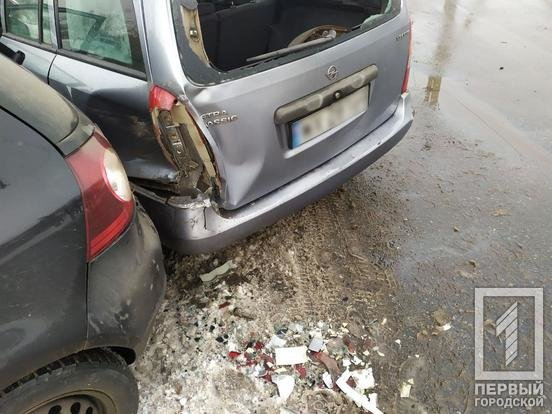 ДТП в Кривом Роге: после столкновения двух иномарок одну из них откинуло на столб, - ФОТО, фото-5