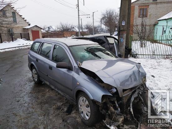 ДТП в Кривом Роге: после столкновения двух иномарок одну из них откинуло на столб, - ФОТО, фото-1