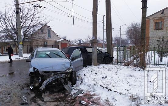 ДТП в Кривом Роге: после столкновения двух иномарок одну из них откинуло на столб, - ФОТО, фото-2