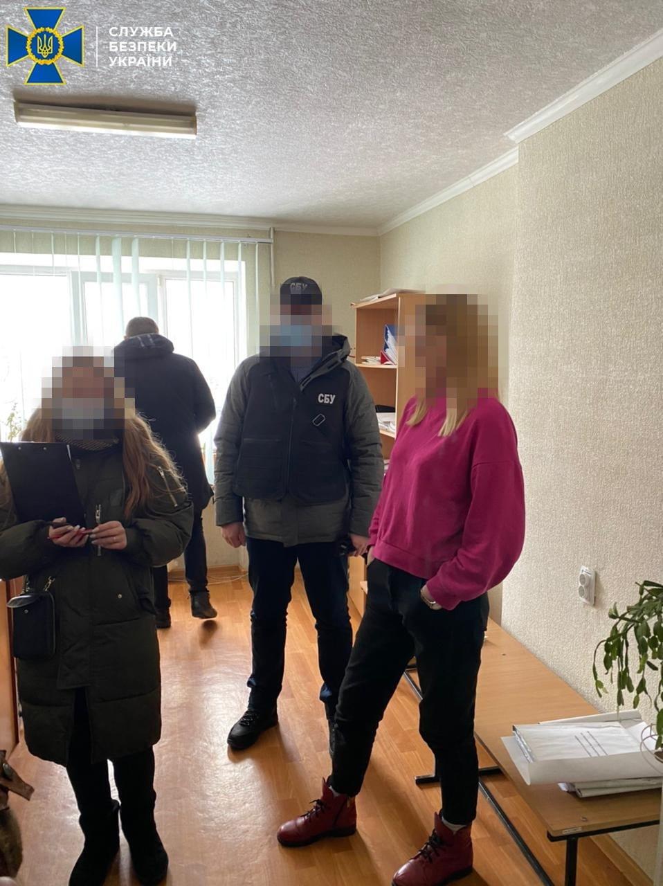 На Днепропетровщине чиновница городского суда попалась на взятке за необходимое клиенту решение суда, - ФОТО, фото-1