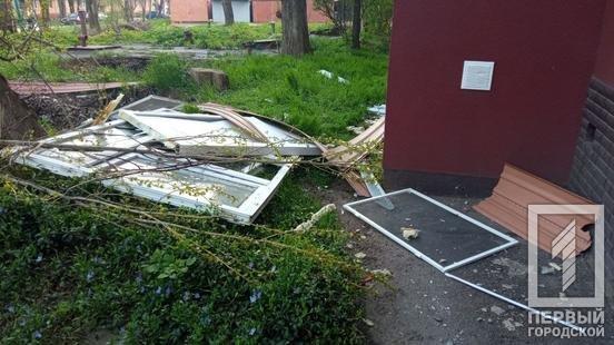 В Кривом Роге в результате взрыва в многоквартирном доме пострадал мужчина, - ФОТО , фото-1