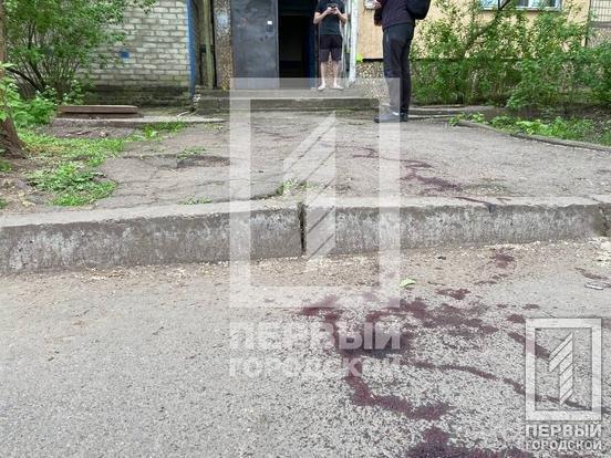 Криворожане обнаружили под подъездом окровавленное тело женщины, - ФОТО 18+, фото-4