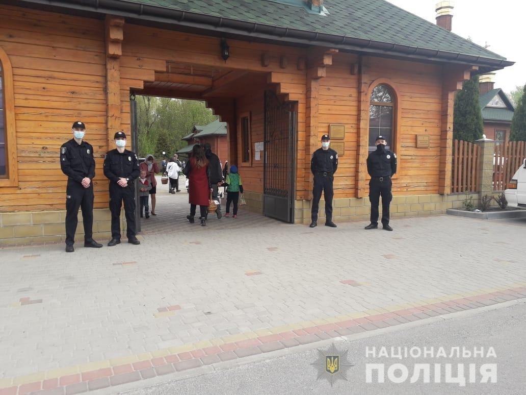 На Пасху на Днепропетровщине полицейские зафиксировали 3 нарушения карантинных норм в храмах, - ФОТО  , фото-5