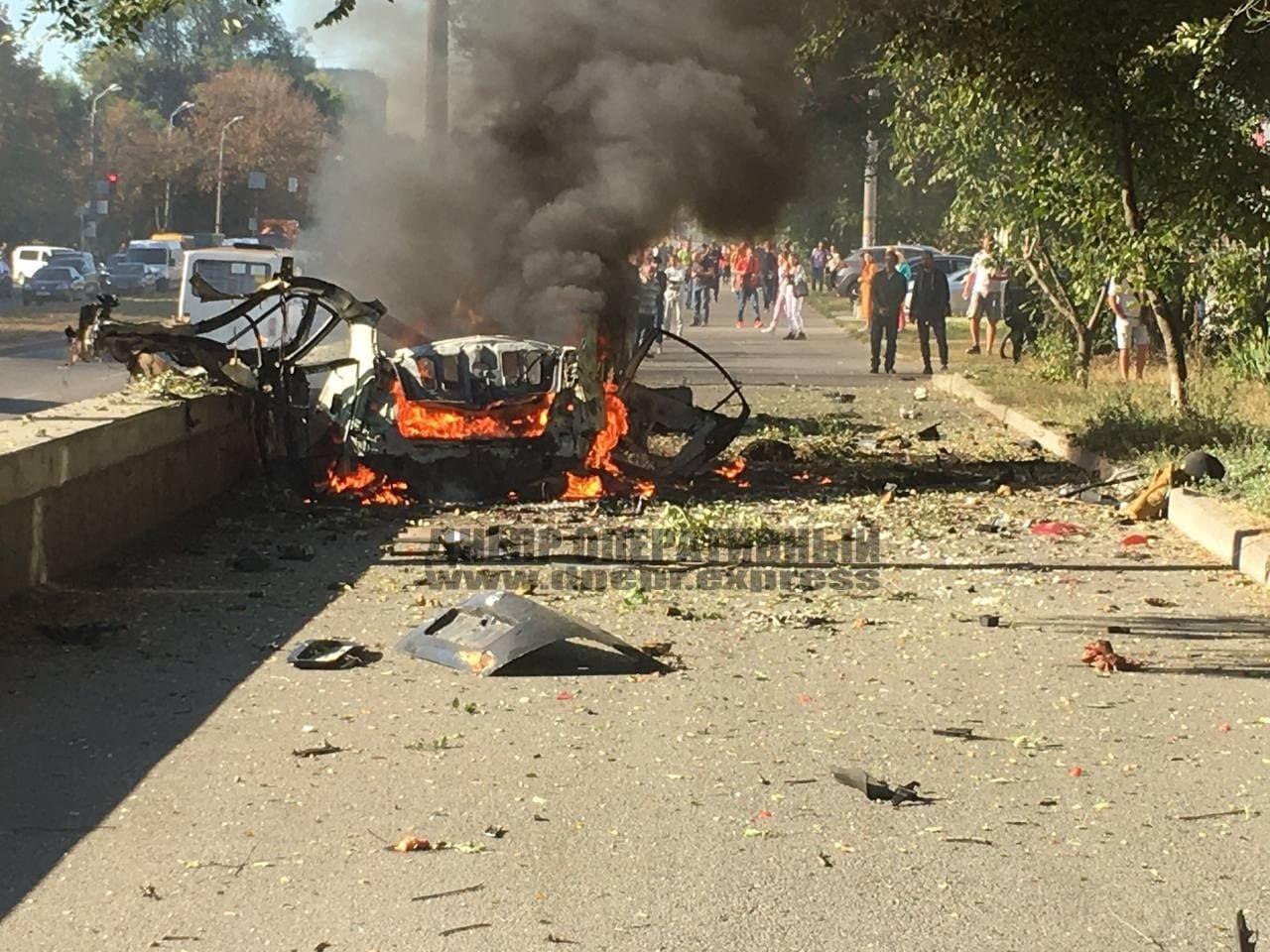 В Днепре от взрыва автомобиль разорвало на части, погибли 2 человека, - ФОТО, фото-1