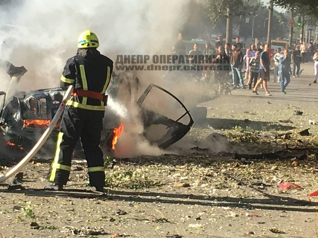 В Днепре от взрыва автомобиль разорвало на части, погибли 2 человека, - ФОТО, фото-2