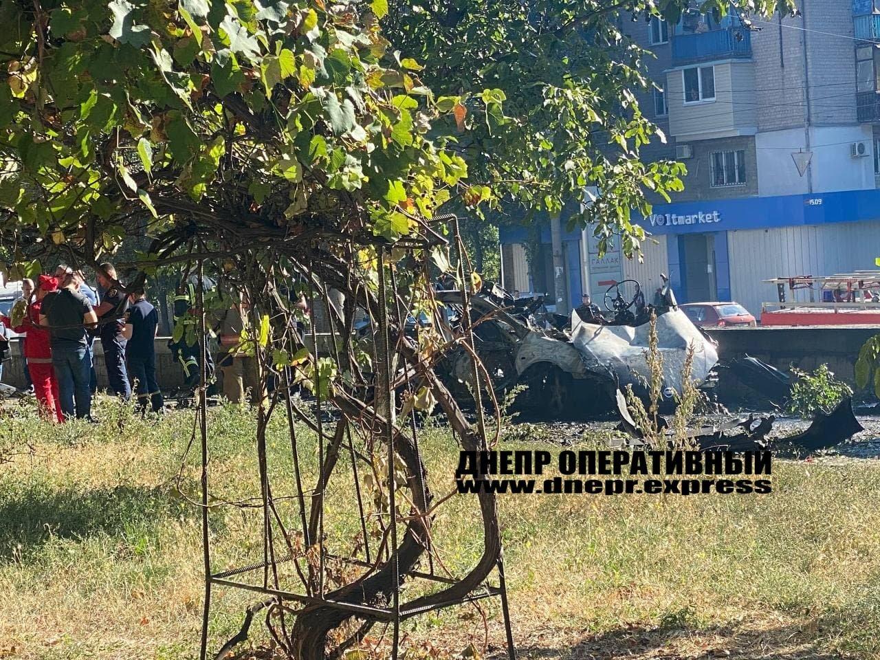 В Днепре от взрыва автомобиль разорвало на части, погибли 2 человека, - ФОТО, фото-3